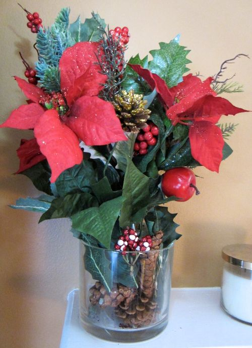 Pointsettia-acorn-arrange