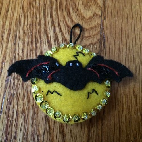 Bat-ornament2014